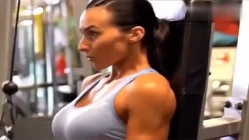这个动作坚持下来,减掉手臂脂肪,甩掉拜拜肉!