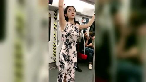 地铁上拍到的美女,大家说美不美!