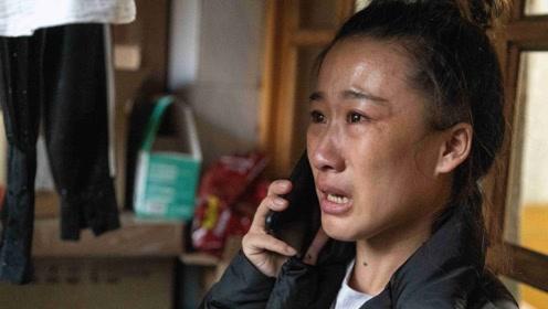 年轻妈妈商场拿厕纸,遭保洁阿姨数落后流泪忏悔,原因催人泪下