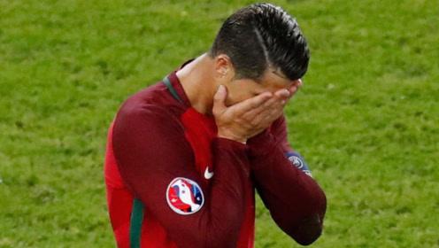 "C罗进球被""偷"",被猪队友神来一脚毁掉,足球先生都自闭了"