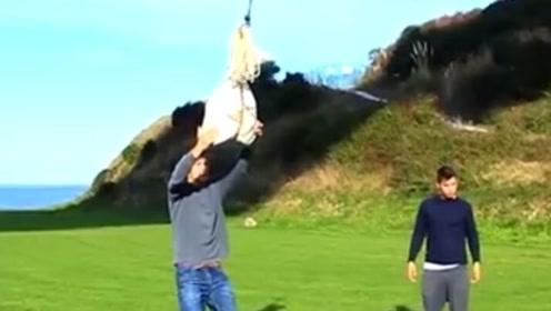 如何证明地球在转动?牛人将石头吊在44米高空,神奇一幕出现了!