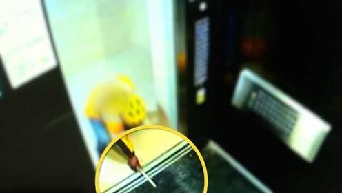 外卖员为赶时间卡住电梯:用筷子挡门导致故障,被停职处理