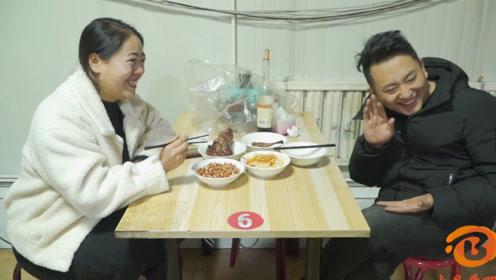 搞笑短剧:小伙和美女饭店吃饭没钱结账,结果考服务员菜名反被羞