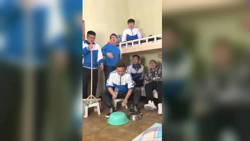 男生宿舍清唱《狂浪》!