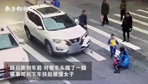 """重庆一母子斑马线上被撞,男孩怒踹汽车,网友:是个""""小暖男"""""""