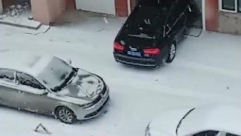 这车停的没长心,你把车子停这里是方便了,但别人根本就倒不出来车!