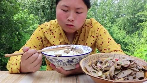 猪的这东西没人不吃,胖妹买3斤下饭吃,最鲜的汤汁拌饭吃太绝了