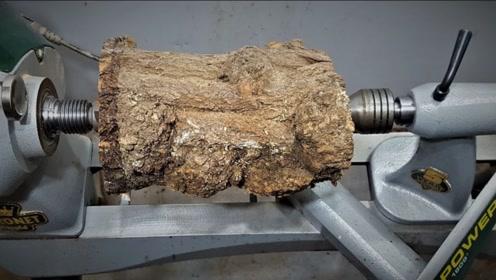 如此丑陋的木头,老师傅搬上车床制作后,成品价值蹭蹭往上涨