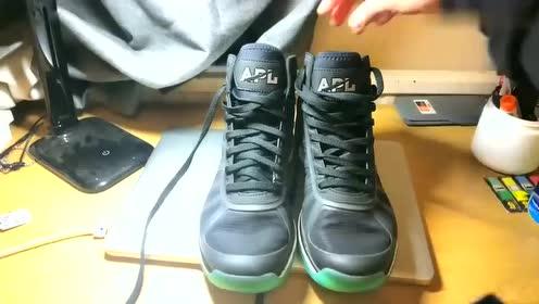 球鞋分享:NBA真·禁穿,APL篮球鞋缓震形变上脚一览弹簧鞋