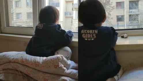 3岁女孩趴窗台1小时没动,竟是为了隔空看邻居家电视