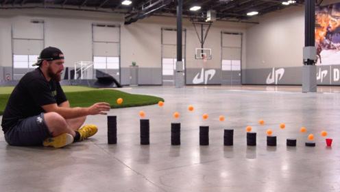 老外用乒乓球做多米诺效应,一万次才成功一次,看到真是太神奇了