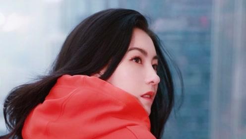 张柏芝着红装拍写真玩下衣失踪 回眸甜笑少女感依旧