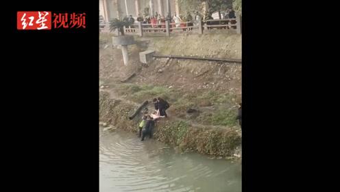 年轻女子落水 辅警跳入冰冷河水中迅速救援