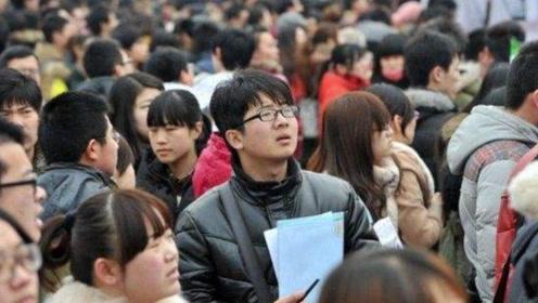 3000都雇不来农民工,却让大学生挤破门头,是什么让大学生廉价?