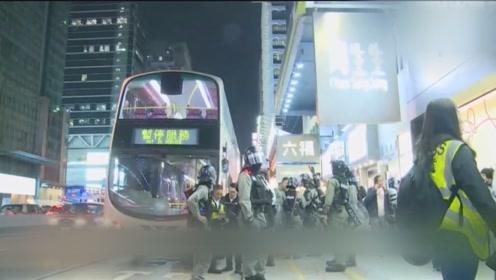 暴徒深夜砸巴士 港警奋起狂追数百米缉凶