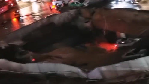 厦门吕厝地陷约500平米 出租车司机还原地陷瞬间:行驶中突然掉落