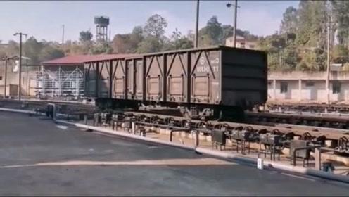 哇塞!天哪!没有火车头的火车箱自己一节一节的跑,有没有见过的
