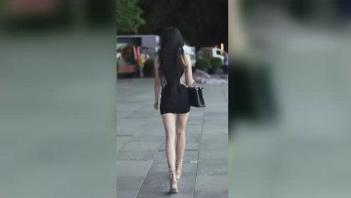 漂亮黑裙子小姐姐,回头一笑好迷人!