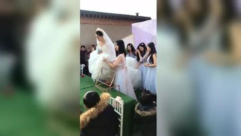 新娘很漂亮,但是我还是喜欢伴娘多点!