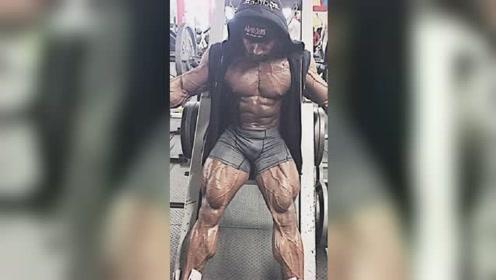 他是真正的血管怪物!腿围70厘米,身上青筋暴起看着都吓人!
