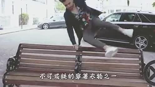 """美女穿""""透明裤""""上街!瞬间吸引现场围观!网友:大饱眼福!"""