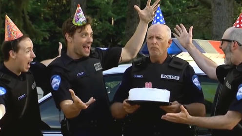 恶搞:大爷生日执勤,伙伴们送上惊喜。结果路人悲催了!