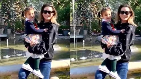 陈冠希2岁女儿与姑姑同框,扎羊角辫像小学生,和秦舒培童年如同复制粘贴