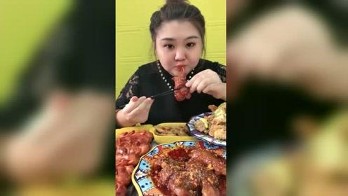 吃播胖姐吃爆辣牛蹄筋,吃出了满脸的胶原蛋白