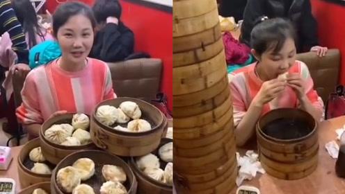 大胃王!杭州姑娘38分钟吃完55个包子重约11斤,网友:太能吃了