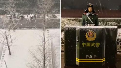 北京下雪天安门银装素裹 军人站姿挺拔英气十足