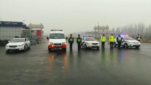 壮观!两省高速交警警车开道 带领2700辆大货车浩浩荡荡低速前进