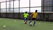 2016年12月03日足球训练控球高级之左右脚滚球脚外侧横拨 - 腾讯视频