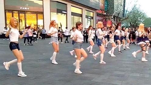 十几位顶尖美女街头齐跳《Seve》鬼步舞 过足眼瘾
