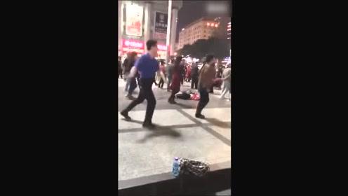 传说中的灵魂舞者,广场舞跳出新高度