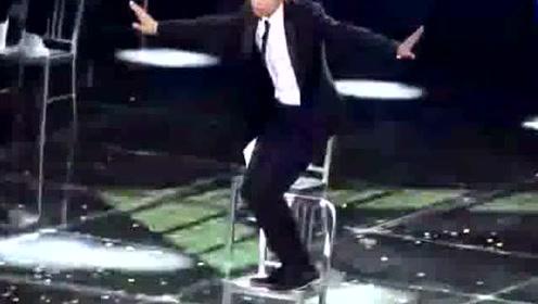 时隔多年小猪罗志祥再次诠释经典凳子舞,西装配舞蹈惊艳全场