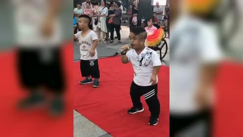 他们俩到底谁唱歌好听?
