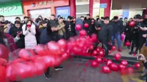"""4000个气球 玩出别样的""""开门炮"""""""