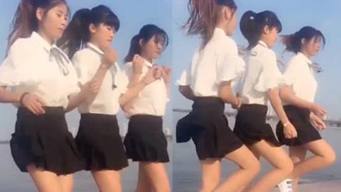 鬼步被改编成广场舞了,美女们在海边裙摆飘飘跳的真好看