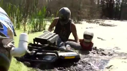 沙滩车队野外探险,车子在淤泥里驰骋,载着女友感受刺激