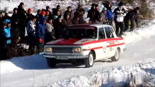 雪上赛车,一个漂亮漂移转身,激起千层雪花飞舞