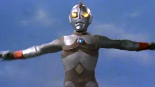 爱迪奥特曼被机械怪兽碾压,只能冻结怪兽身体里的零件