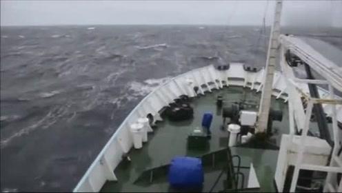 一起来感受一下大海的威力,实拍掀翻轮船