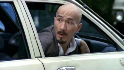 为了占车位麦嘉这样做,但他碰到的是张国荣,所以自己的新车都拆了