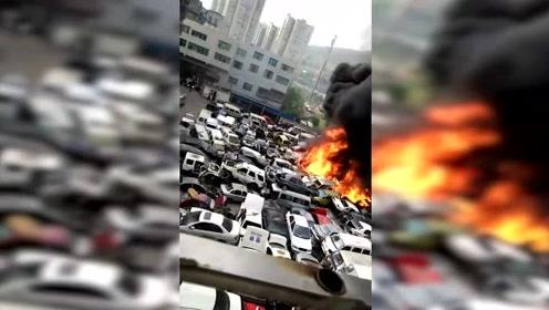 四川废旧停车场大火200多辆车被烧毁 黑烟滚滚还有爆炸声