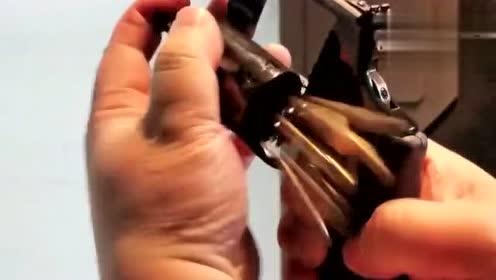国外美女实弹射击小口径左轮手枪,上个子弹真麻烦!