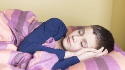 3岁男童一睡不醒,医生检查完很生气,怒斥家长:太无知!