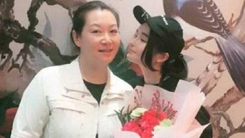 61岁赵本山的53岁妻子近照曝光 二人搭档演出相识
