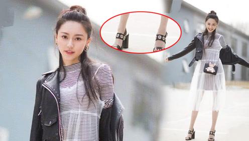 杨幂旗下艺人黄梦莹,不过在鞋子上打了8个洞,瞬间时尚到飞起!