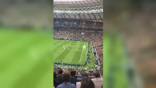 进球!法国队快速反击,博格巴劲射破门,法国3:1克罗地亚