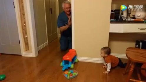 12个月小baby开心跟着爷爷玩捉迷藏,下一秒场景,把妈妈乐翻了